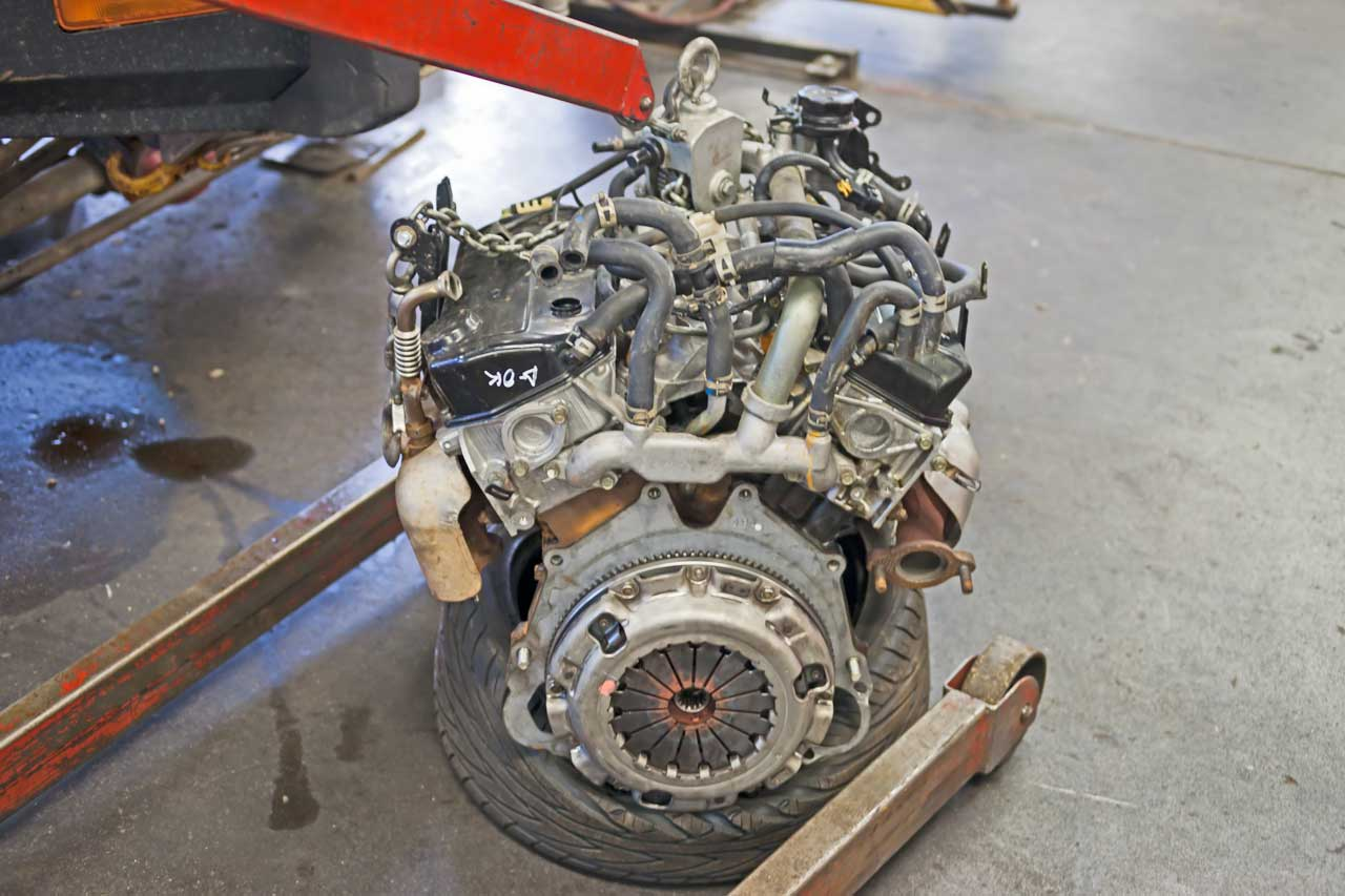mitsubishi 2002 3.5L engine clutch